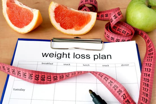Paper with weight loss plan and grapefruit