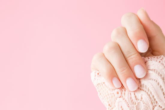 Continue reading to discover the best tips for proper nail care, so that you can feel confident again!