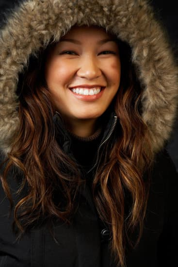 How to choose the style of the women puffer coat that you love with a faux fur hood that is easy to style and wear.