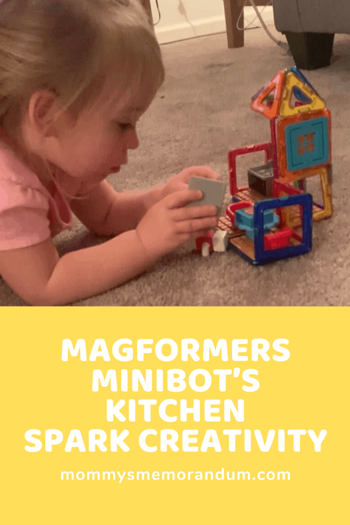 With the Magformers – Minibot's Kitchen fitting right back into the box it allows us also to take it with us on outings.