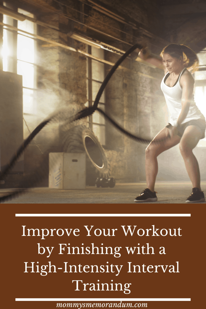 woman using ropes for High-Intensity Interval Training is the best way to burn fat in a short time.
