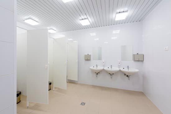Public Bathroom Partition Etiquette