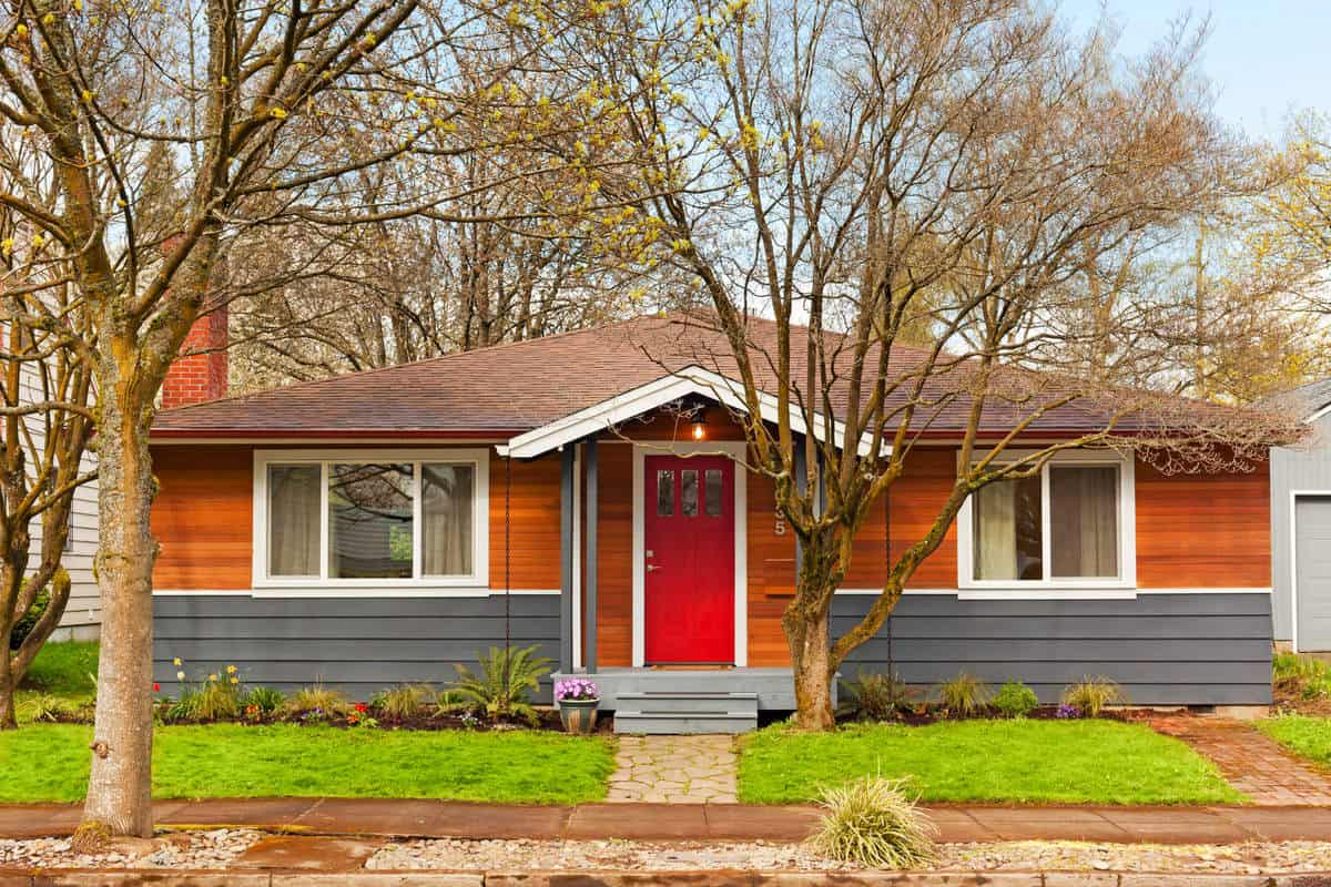 How Do You Avoid Gazundering and Gazumping? Cute simple home with red door