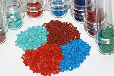 molding plastics