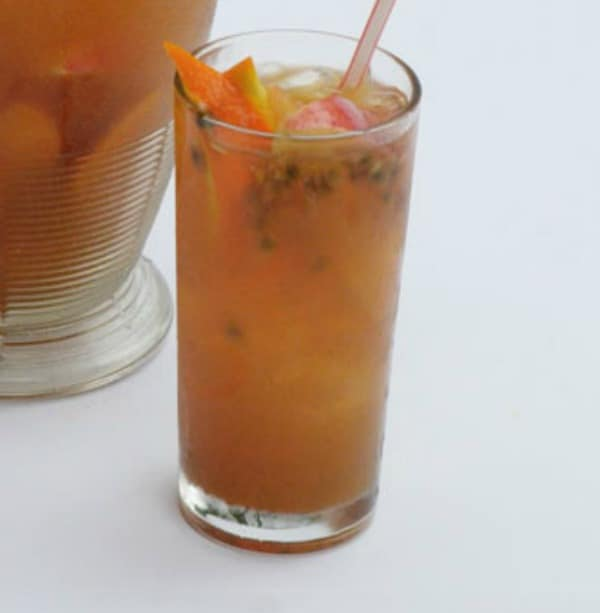 VINTAGE-PUNCH with Ginger Ale