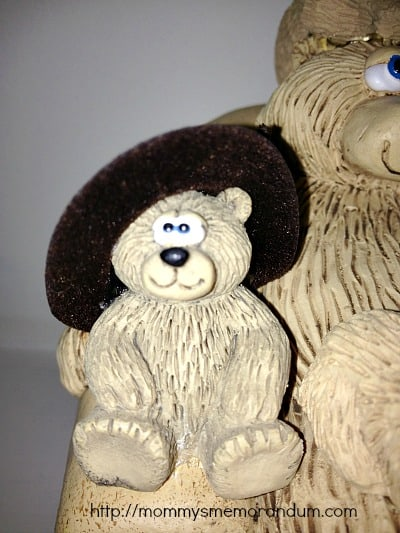 bears on chairs with cowboy hats