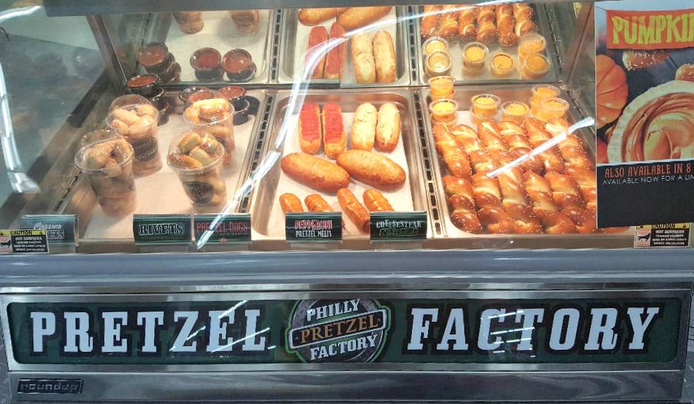 philly pretzel factory display case