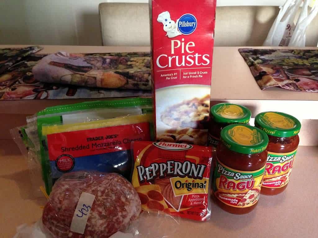 recipe ingredients pie crust, pepperoni, cheese, pizza sauce